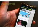 Bild: Das Motorola Razr i kommt mit Intel-Prozessor und einem nahezu randlosem Display auf den Markt.