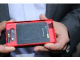 """Bild: Beim Nokia Lumia 820 lassen sich Funktionen wie das """"Wireless Charging"""" per Wechselcover nachrüsten."""