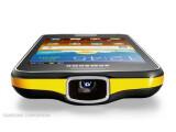 Bild: Das Samsung Galaxy Beam integriert einen 15 Lumen-starken Projektor.