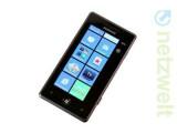Bild: Samsungs Omnia 7 muss sich hinter neueren Windows Phone-Modellen nicht verstecken.