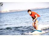 Bild: Das Sashay Lampuga Elektro-Surfbrett wird per Joystick oder iPhone gesteuert.