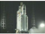 """Bild: An der Spitze der Trägerrakete Ariane 5 befindet sich das Versorgungsraumschiff """"Edoardo Amaldi""""."""