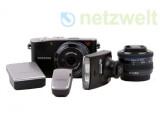 Bild: Die Systemkamera NX100 von Samsung mit ihrem umfangreichen Zubehör.