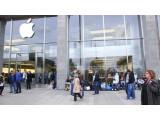 Bild: Seit Tagen campen in Hamburg bereits Fans vor dem Apple Store am Jungfernstieg.