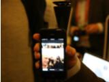 Bild: Der trichterförmige Aufsatz namens GoPano micro ermöglicht 360-Grad-Aufnahmen mit dem iPhone.