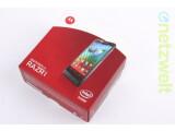 Bild: Das Vollbild-Smartphone Motorola Razr i ist in der Redaktion eingetroffen.