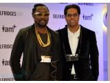 Bild: Will.i.am (links) und Chandra Rathakrishnan präsentierten in London das i.am+ foto.sosho-Kameraset für Apples iPhone.