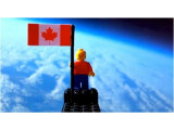 Bild: Zwei kanadische Jugendliche beförderten eine Lego Figur an die Grenze zum Weltraum.