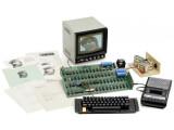 Bild: Zum Auktionsumfang gehörte nicht nur das Apple-System selbst, sondern auch jede Menge Original-Zubehör.