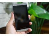 Bild: Das BlackBerry Z10 im Porsche-Design könnte 2014 erscheinen.