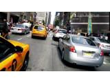 Bild: Mit der Brille kann sich der Nutzer beispielsweise eine Route ins Sichtfeld projizieren lassen.