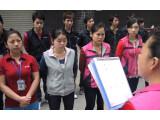 Bild: Foxconn-Mitarbeiter werden vor Beginn ihrer Schicht eingewiesen.