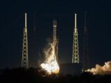 Bild: Kurz vor Mitternacht deutscher Zeit startete die Falcon 9 in Florida.