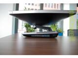 """Bild: Like An Egyptian: Die Besonderheit am Asus-AIO ist der flexible Standfuß, der auch diesen """"Tisch-Modus"""" zulässt."""