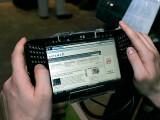 """Bild: Microsoft versuchte schon vor Apple bei Tablet-PCs Fuß zu fassen. Das Projekt """"Origami"""", später dann die so genannten UMPC (im Bild Samsung Q1) scheiterten jedoch kläglich."""