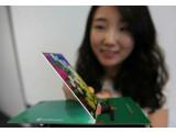 Bild: Nur 2,2 Millimeter misst das Display von LG in der Bauhöhe.