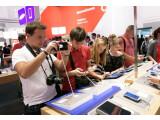 Bild: Nicht nur am Vodafone-Stand auf der IFA können Messebesucher die Smartphone-Neuheiten der IFA ausprobieren.