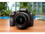 Bild: Die Pentax K-50 löst die Pentax K-30 als Mittelklasse DSLR des K-systems ab.