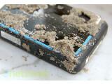Bild: Sand und Wasser setzen der Medion Life S43044 nicht so schnell zu.