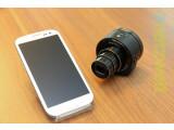 Bild: Die SmartShot DSC-QX10 ist das kleinere von beiden Modellen.