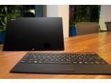 Bild: Sony bietet das Vaio Tap 11 mit schwarzem oder weißem Gehäuse an. Die abnehmbare Bluetooth-Tastatur dient bei Nichtgebrauch als Displayschutz.