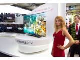 Bild: Der Star bei LG war der 77 Zoll große Curved-OLED-TV.