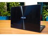 Bild: Die tiefblaue Front des aktuellen Asus Zenbook wird durch Gorilla Glas geschützt.