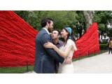 Bild: Auf Tuchfühlung mit dem Hochzeitspaar - Fotografieren mit Google Glass erfordert vollen Körpereinsatz - zumindest im Clip des YouTube-Nutzers Gogro.