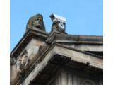 Bild: Überwachung suggeriert Sicherheit und bedeutet doch auch Gefahr.