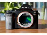 Bild: Vollformat-Systemkamera von Sony. Die Alpha 7R ist das Spitzenmodell der Systemkamera-Linie.