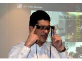 Bild: Android im Auge: Walter Elschner demonstrierte in Hamburg die Möglichkeiten der Datenbrille Moverio BT-200.