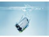 Bild: Dank des Unterwassergehäuses kann die HDR-AS100V auch mit zum Tauchen genommen werden.