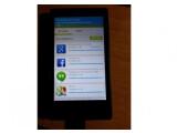 Bild: Hacker Kashamalaga präsentiert die Google-Dienste auf dem Nokia X.