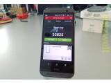 Bild: Das HTC One (M8) schlägt im Benchmarkvergleich das iPhone 5s und das Nexus 5 deutlich.