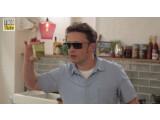 Bild: Jamie Oliver kombinierte eine Sonnenbrille mit Google Glass.