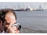 Bild: Mit der Kamera in den Urlaub. Ob Städtetripp oder Outdoor-Aktion. Mit diesen Tipps reisen Sie gut vorbereitet in die schönste Zeit des Jahres.