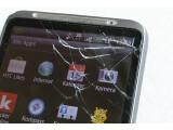 Bild: Kaputtes Handy? Viele ersetzen ihr Handy oder Smartphone schon nach zwei Jahren, auch wenn das alte noch funktioniert.