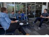 Bild: Der Konferenzraum von Mark Zuckerberg: Das Soziale Netzwerk stellt seinen E-Mail-Dienst ein.