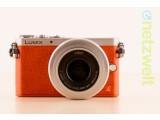 Bild: Die Lumix GM1 ist die kleinste Micro Four Third-Systemamera und kaum größer als eine Kompaktkamera.