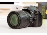 Bild: Die Nikon D5300 löst die D5200 ab. Die DSLR ist nun serienmäßig mit WLAN und GPS ausgestattet.