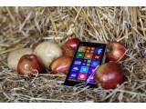 Bild: Das Nokia Lumia 930 lässt sich mit Äpfeln und Kartoffeln aufladen.