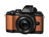 Bild: Olympus bringt die OM-D E-M10 in Orange und Grün heraus.