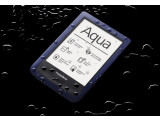 Bild: Der PocketBook Aqua bleibt bis in einen Meter Wassertiefe dicht.