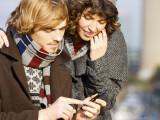 Bild: Wer sein Smartphone im Ausland nutzen möchte, muss sich im Tarif-Wirrwarr zurechtfinden.