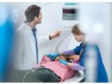Bild: Das Unternehmen Siemens Healthcare ist führend in der Medizintechnik. Das Foto zeigt einen Somatom-Computertomographen.