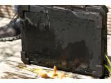 Bild: Von wegen wie ein rohes Ei behandeln: Wir haben das Dell-Notebook lieber damit beworfen.