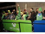 Bild: Xbox-Fans warten auf den Verkaufsstart der Konsole auf dem Times Square. Inzwischen warten alle auf das erste große Software-Update.