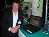 Bild: Acer Produktmanager Robert Perenz stellt das Acer Asprie 8930G vor.