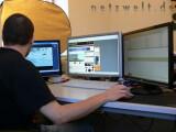 Bild: Arbeiten wie Bill Gates: Ein Monitor für Video, einer für den Browser und einer für die Mails.
