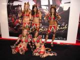 Bild: Bald zugeknöpft? E3-Messebabes, Quelle: e3girls.com